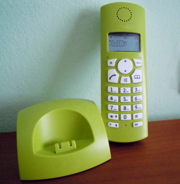 foto de teléfono inalambrico dect de color verde